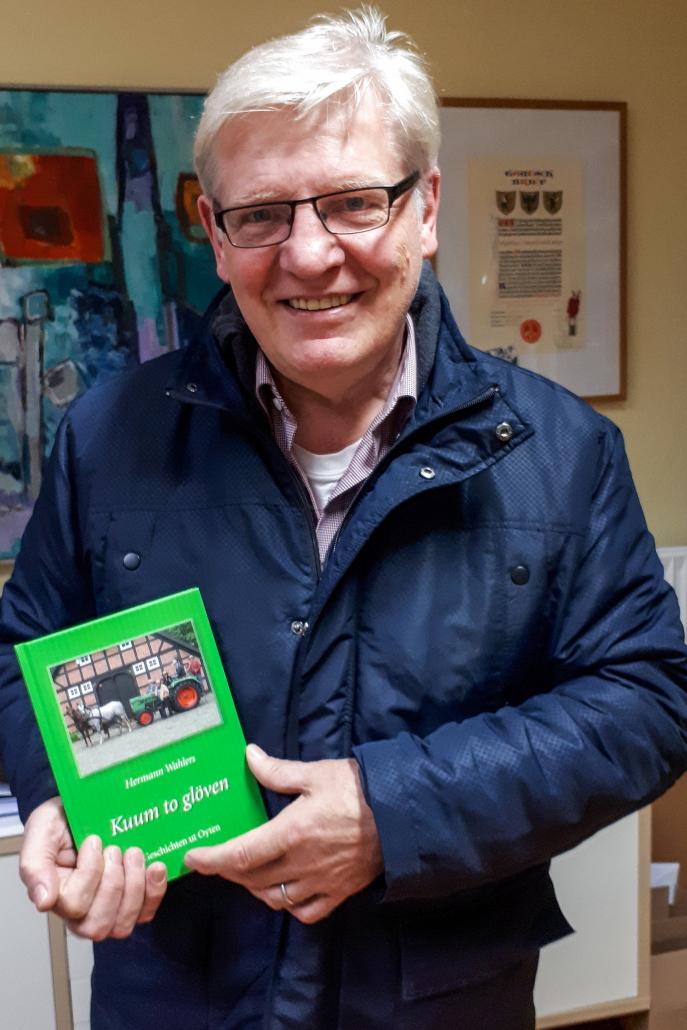 """Hermann Wahlers präsentiert sein Buch """"Kuum to glöven"""""""